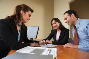 Un courtier en crédit immobilier pour négocier son rachat de crédit.