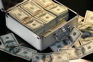 Selon la loi, la banque est tenue d'informer l'emprunteur sur les risques liés au crédit immobilier.